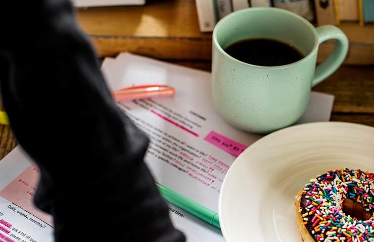 jak kawa wpływa na pamięć