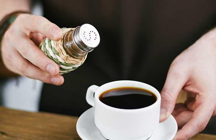kawa z solą