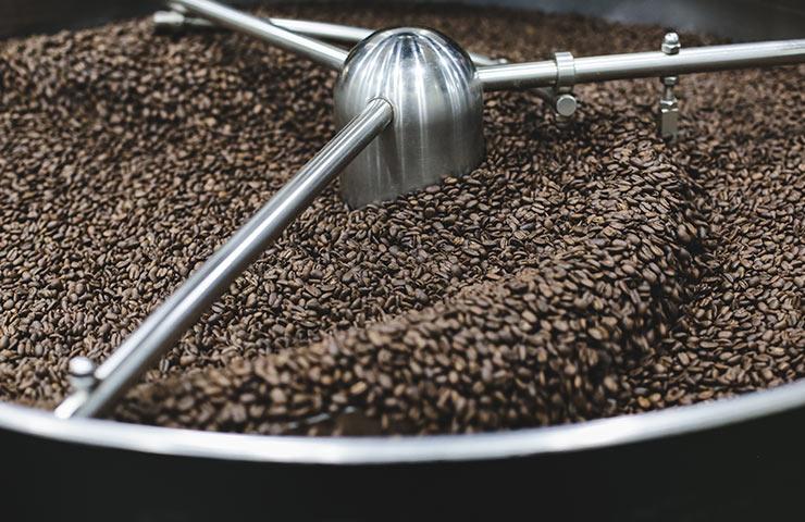 wypalanie ziaren kawy